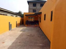 2 bedroom house for rent at Dzorwulu