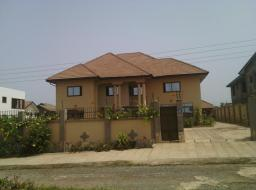 6 bedroom house for rent at Tema Community22